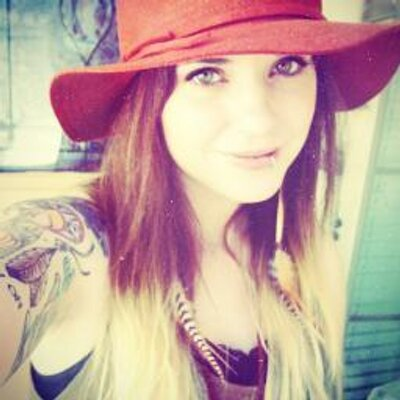 Laura Mazurek   Social Profile