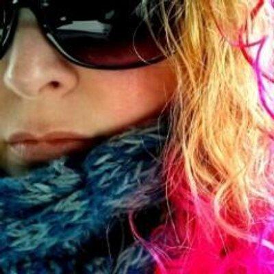Elle | Social Profile
