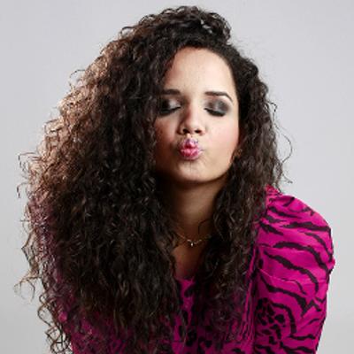 Aline  Portugal | Social Profile