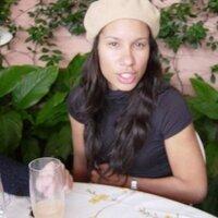 leah gillis | Social Profile