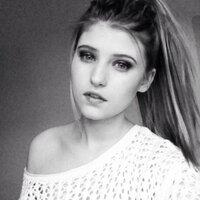 chloë. xxXx | Social Profile