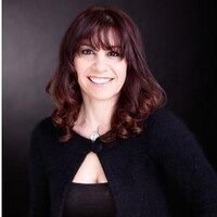 Shelley Henderson | Social Profile