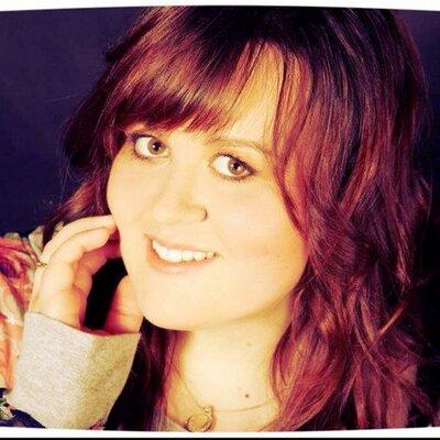 Laura :) | Social Profile