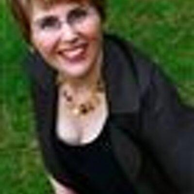 Dr Amanda Sainsbury | Social Profile
