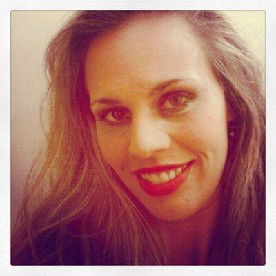 Milla Lobao | Social Profile