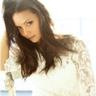 Danielle Nicolet | Social Profile