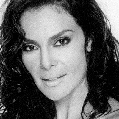 Gloria Peralta | Social Profile