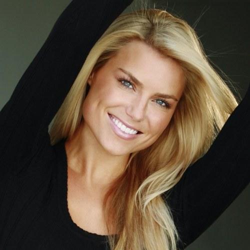 Rachel Reynolds Social Profile