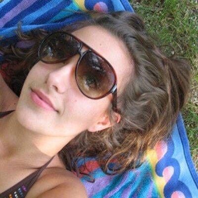 Mariel | Social Profile