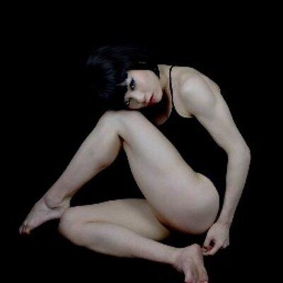 踊り娘PiPPi   Social Profile