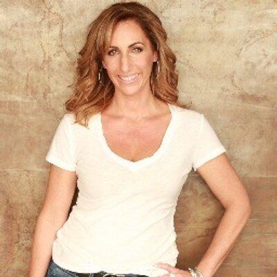Suzanne Weinstein | Social Profile