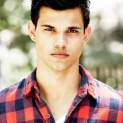 Taylor-Lautner.Net Social Profile