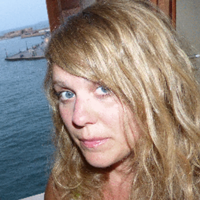 Charlotte Kingston | Social Profile