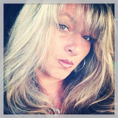 Lori F | Social Profile