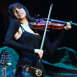 Lorenza Ponce Social Profile