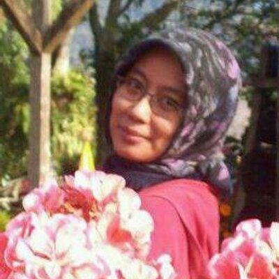 Deasy Amrin ✌  | Social Profile
