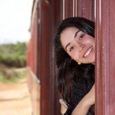 Daniela Resende | Social Profile