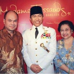 Romy Soekarno Social Profile