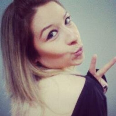 Amanda Mello | Social Profile