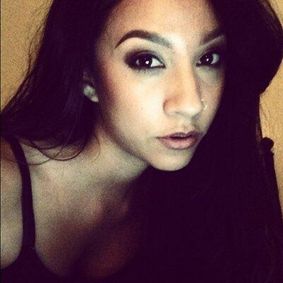 rebeca | Social Profile