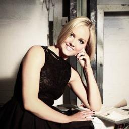 Amanda Davies Social Profile