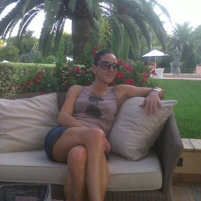 Lynne de Frettes | Social Profile