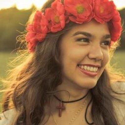 LauraCMustafá Ü   Social Profile