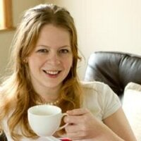 Louise Bee   Social Profile