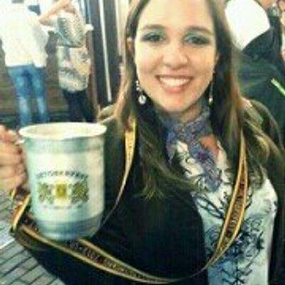 Luisa Holanda | Social Profile