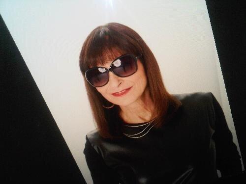 Jeanne Beker Social Profile