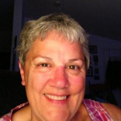 Linda Stultz ✌ | Social Profile