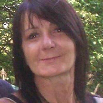 Lesley Aveyard | Social Profile