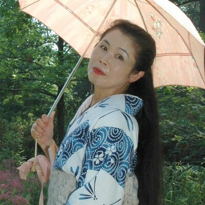 Akemi Solloway  | Social Profile