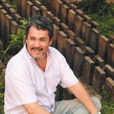 Carlos Hugo Molina | Social Profile
