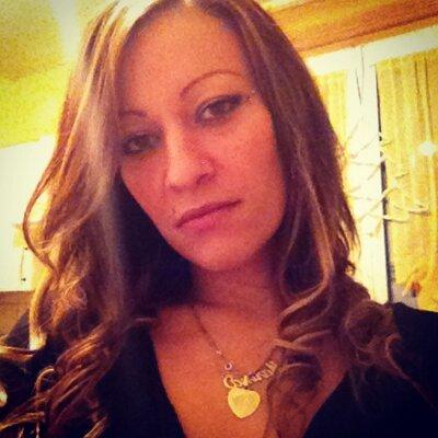 Mariinaa Reyel | Social Profile