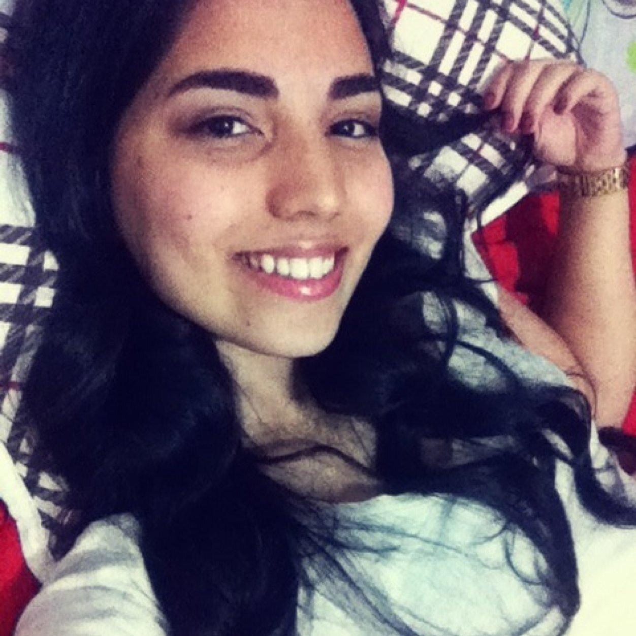 Thaís Santana Social Profile