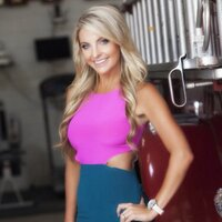 Julie Lynn   Social Profile