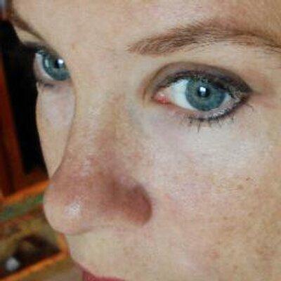Lisa Gloria | Social Profile