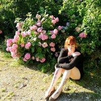Lydia deetz | Social Profile