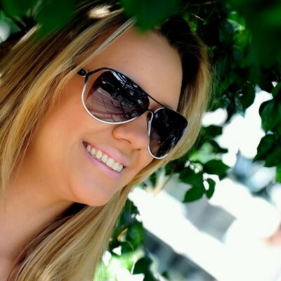 Daniela Anfimof | Social Profile