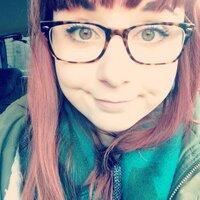 Chloe ✨   Social Profile