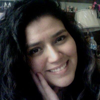 Claudia Teniente | Social Profile