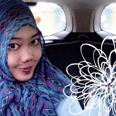 Ade Putri Lubis | Social Profile