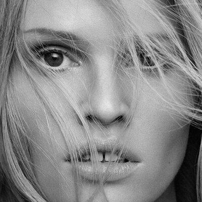 Lara Stone | Social Profile