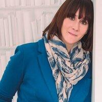 Emma Moore | Social Profile