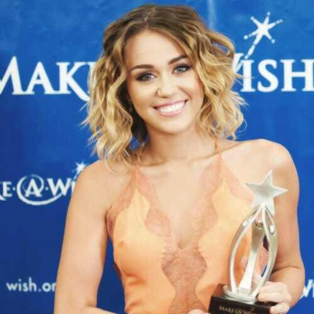 MileyCyrusLover Social Profile