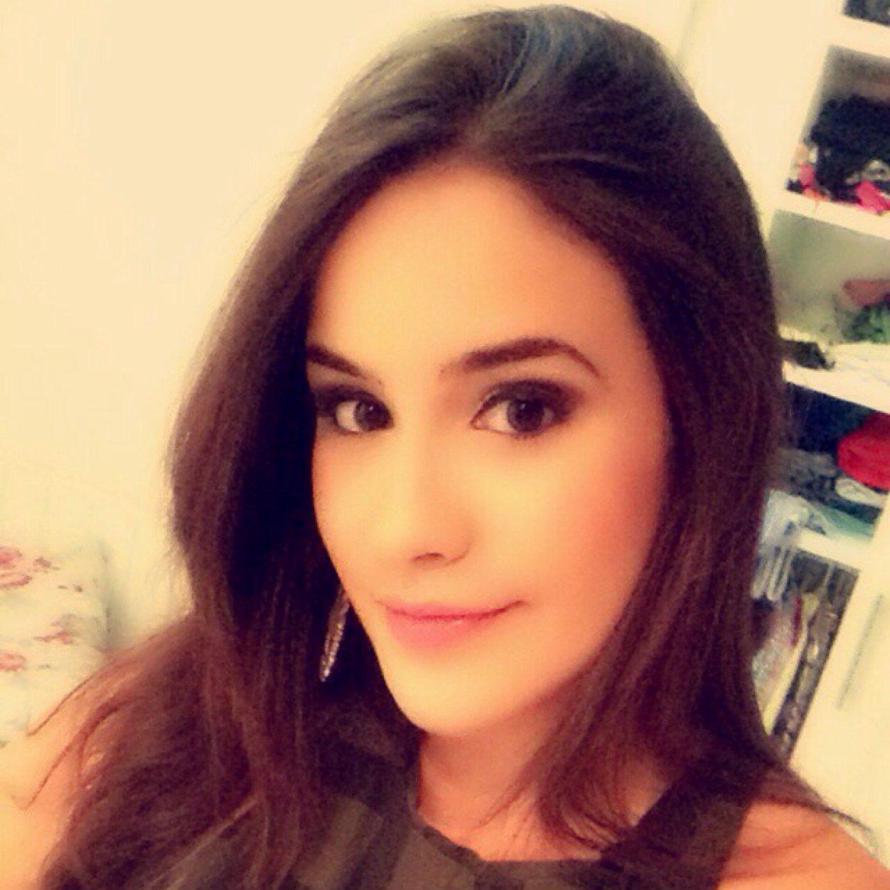 Lara Helena Social Profile