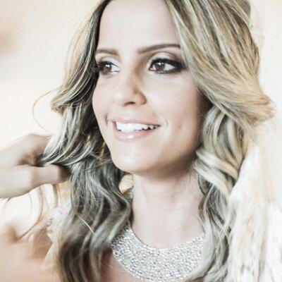 Rebeca Thomaz | Social Profile