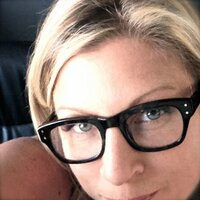 Liana Huth | Social Profile