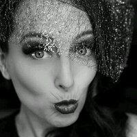 Lianne Gravitis | Social Profile
